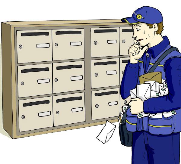 Facteur désemparé devant des boites aux lettres sans nom lors de la distribution du courrier